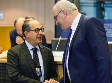 De Castro a Hogan: ottenere da USA sospensione dazi su export UE