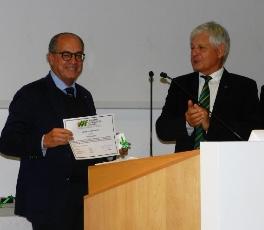 L'Accademia dell'agricoltura francese premia Paolo De Castro